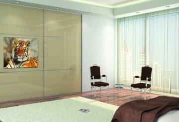 ארון הזזה דגם Kloss IN המשלב טלוויזיה בעיצוב בהיר