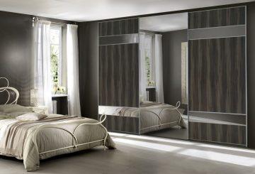 ארון הזזה Designed Combination בעל 3 דלתות בעיצוב כהה עם מראה
