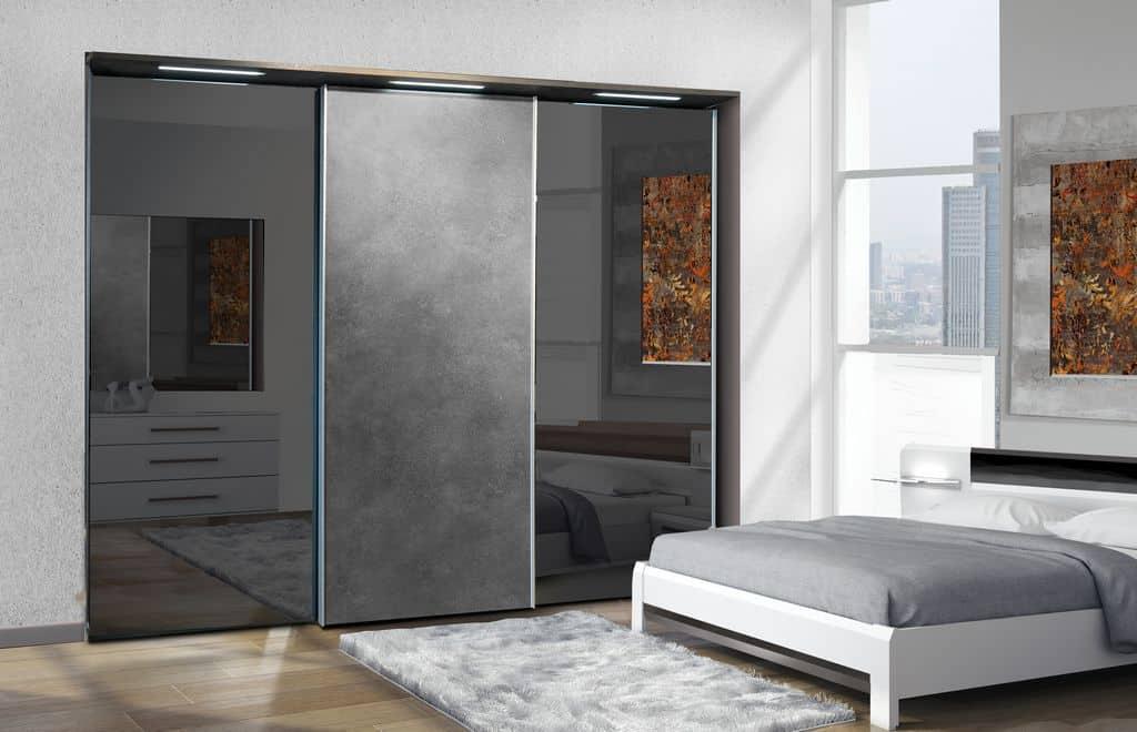 ארון הזזה דגם Glidor X בעל 3 דלתות בעיצוב כהה