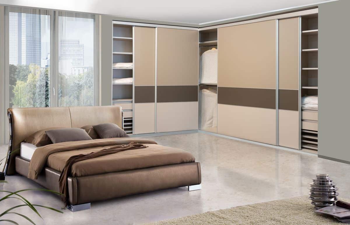ארון הזזה Designed Combination בעל 3 דלתות בעיצוב בהיר