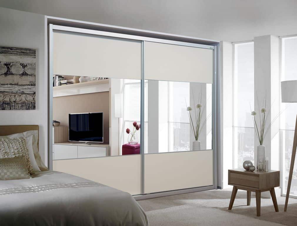ארון הזזה דגם Glossy Decor בעל 2 דלתות עם מראה משולבת בעיצוב בהיר - דלתות סגורות