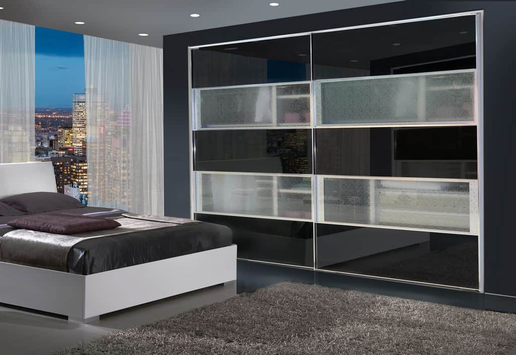 ארון הזזה דגם Glossy Decor בעל 2 דלתות עם מראה משולבת בעיצוב כהה