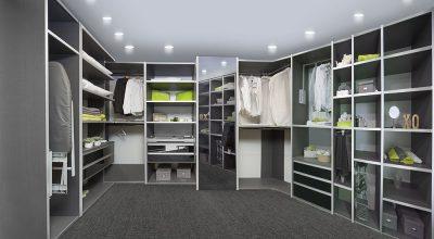 חדר ארונות מדגם Kloss ROOM בעיצוב כהה